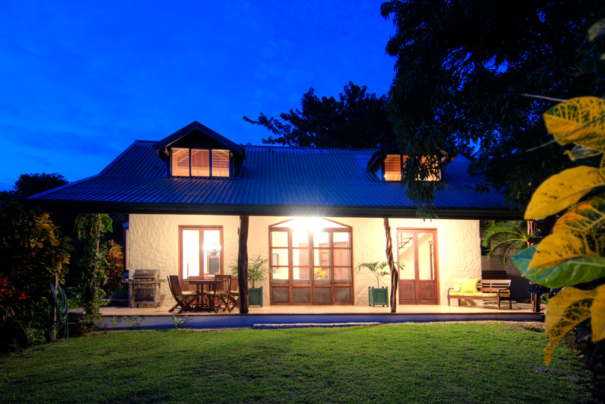 Casa Dorada Night View Hacienda Barrigona