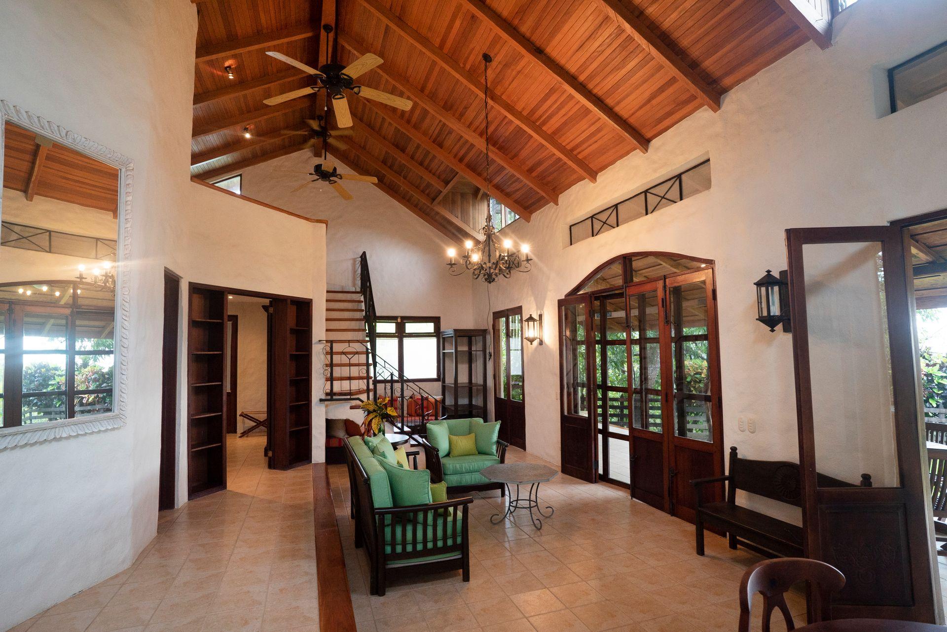 Barrigona Villa Dorada